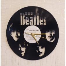 Часы на виниле Beatles с автографами музыкантов
