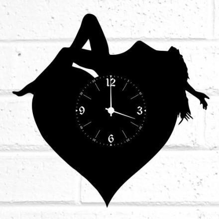Часы из дерева Девушка