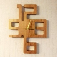 Настенные часы из массива Цифры
