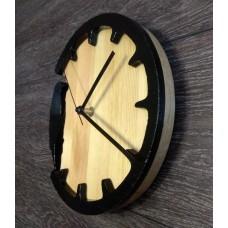 Интерьерные часы из массива Дятел
