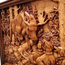 Деревянное резное панно Охота на лося