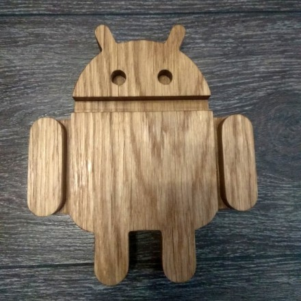 Деревянная подставка для телефона Андроид