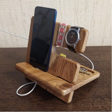 Деревянная подставка для телефона из дуба